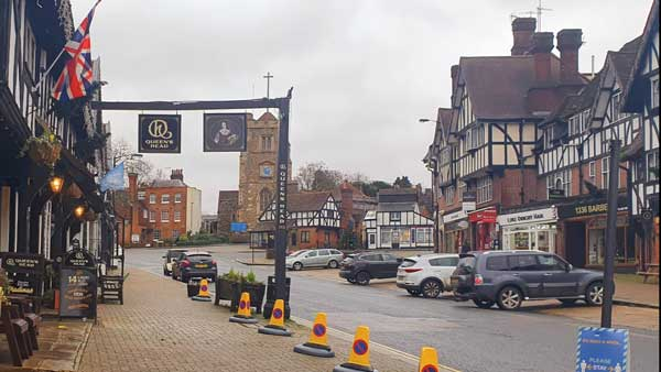 queenshead-pinner-dec-20.jpg